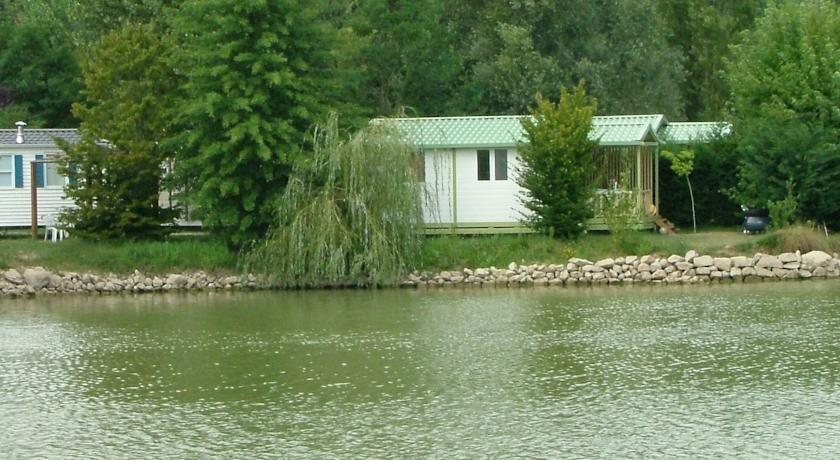 Campsite Le Plan D'eau Saint Charles